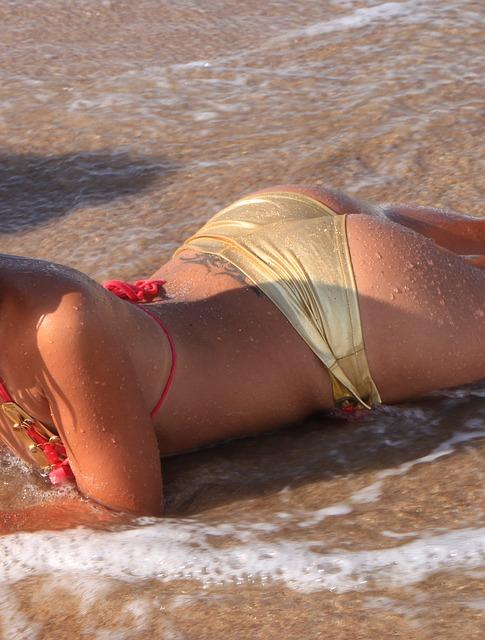 beach-88440_640