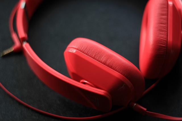 headphones-592196_640