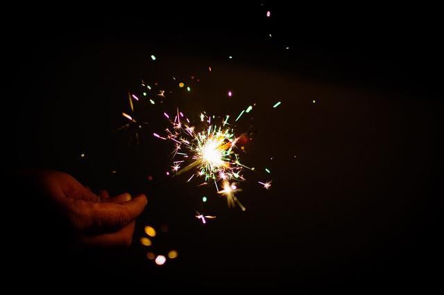 sparkler-499980_640