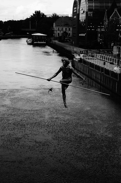 tightrope-walker-458315_640