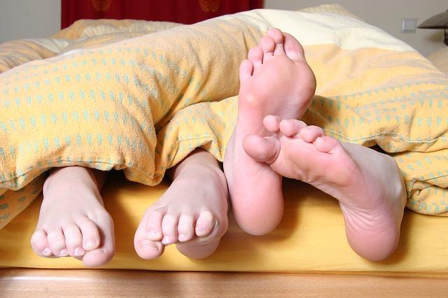 feet-684682_640