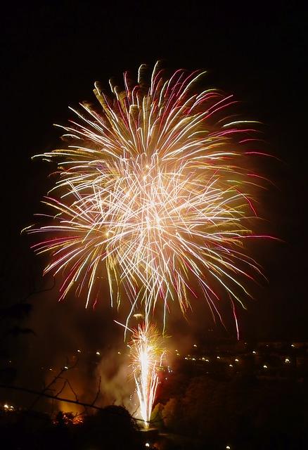 firework-184013_640