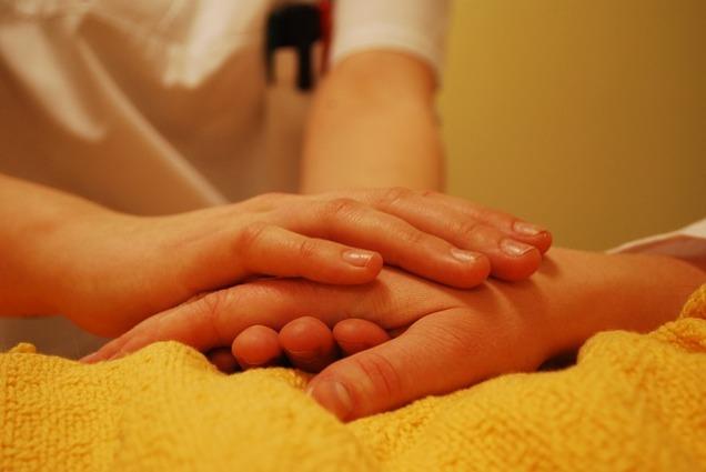 hands-736244_640