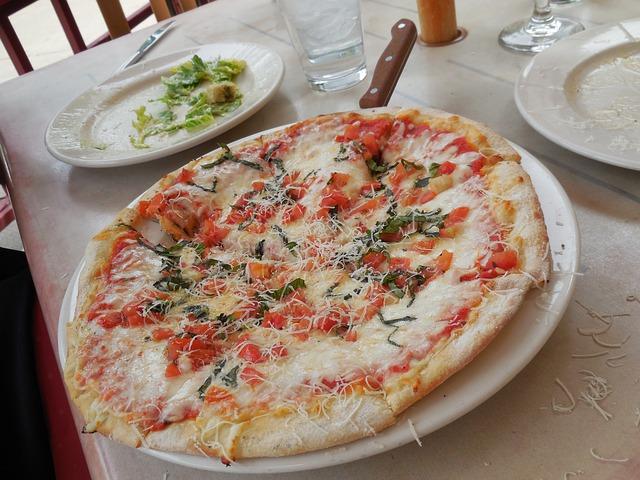 pizza-435930_640