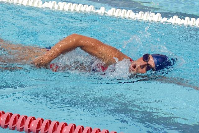 swimmer-625561_640