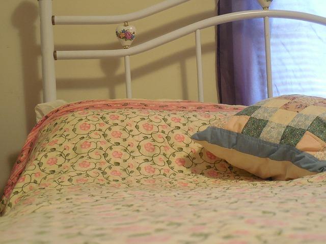 pillow-706176_640