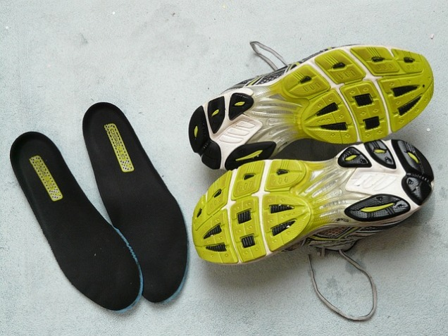 running-shoes-49580_640