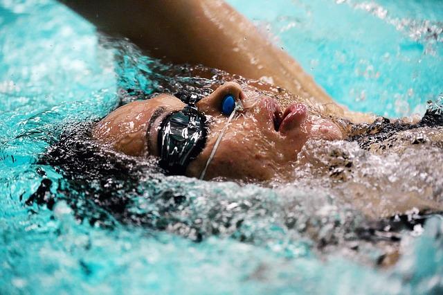 swimmer-728217_640