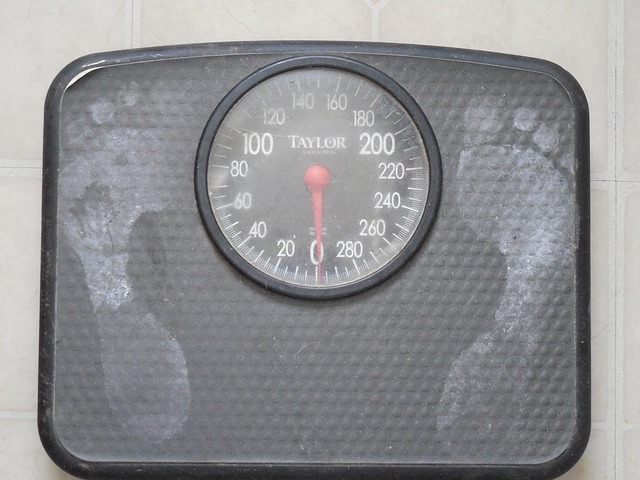 weigh-689873_640