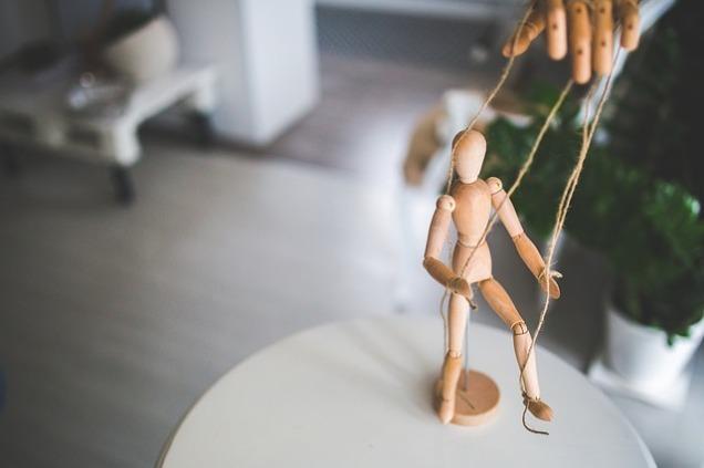 wooden-mannequin-791720_640