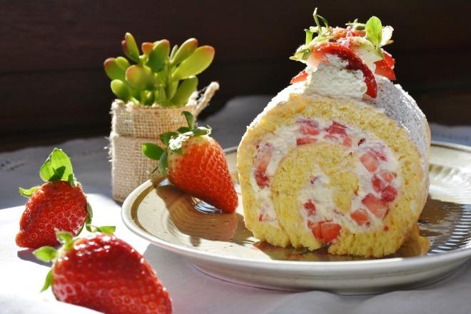 strawberry-roll-1263099_960_720
