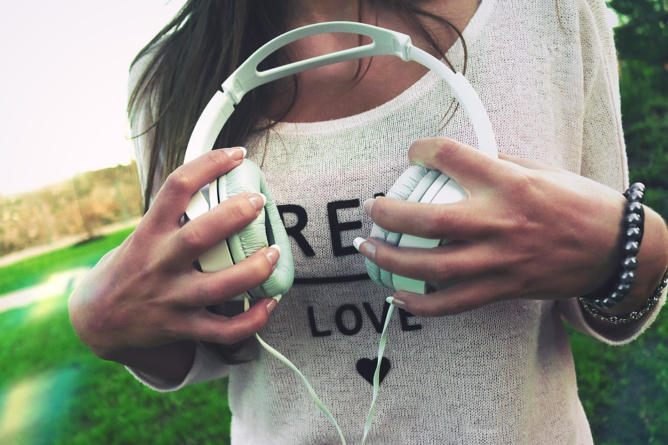 headphones-926072_960_720